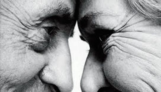 abuelos-enamorados-1